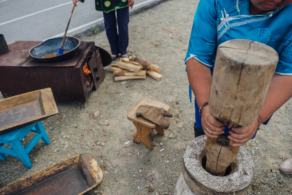 The preparation of kama: crushing and roasting