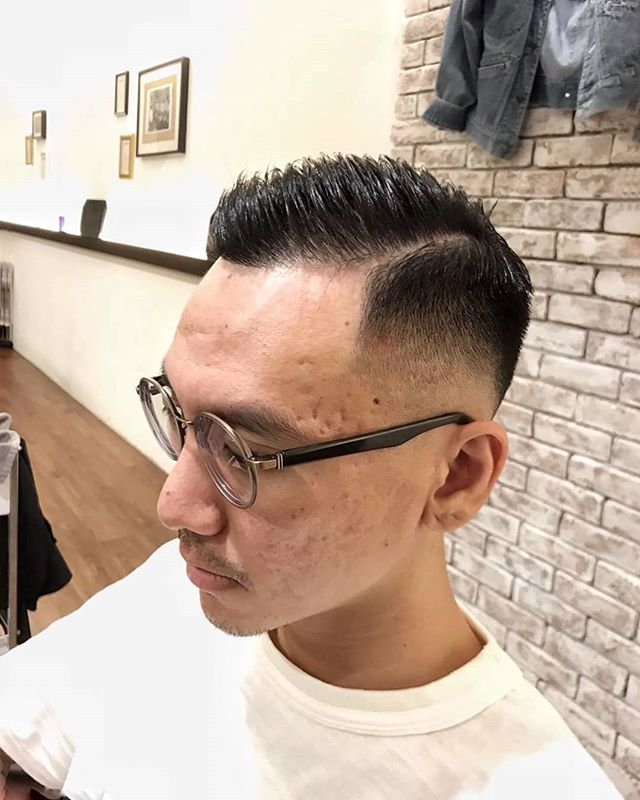 Style by John! . . . . . . . . #barber #barberlife #barbershop #japanesebarber #バーバーショップ #理容師 #理容店 #mens #menshair #メンズヘア #メンズヘアスタイル #barbering #sgbarber #barbersg  #thebarberpost #barbernation #malegrooming #mensfashion #mensstyle #menstyle #barberstokyo #singapore #シンガポール #💇🏻‍♂ #haircut #hair #singaporebarber