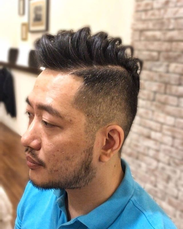 Style by John! Swipe left for the side view👍 . . . . . . . #barber #barberlife #barbershop #japanesebarber #バーバーショップ #理容師 #理容店 #mens #menshair #メンズヘア #メンズヘアスタイル #barbering #sgbarber #barbersg  #thebarberpost #barbernation #malegrooming #mensfashion #mensstyle #menstyle #barberstokyo #singapore #シンガポール #💇🏻‍♂ #haircut #hair #singaporebarber