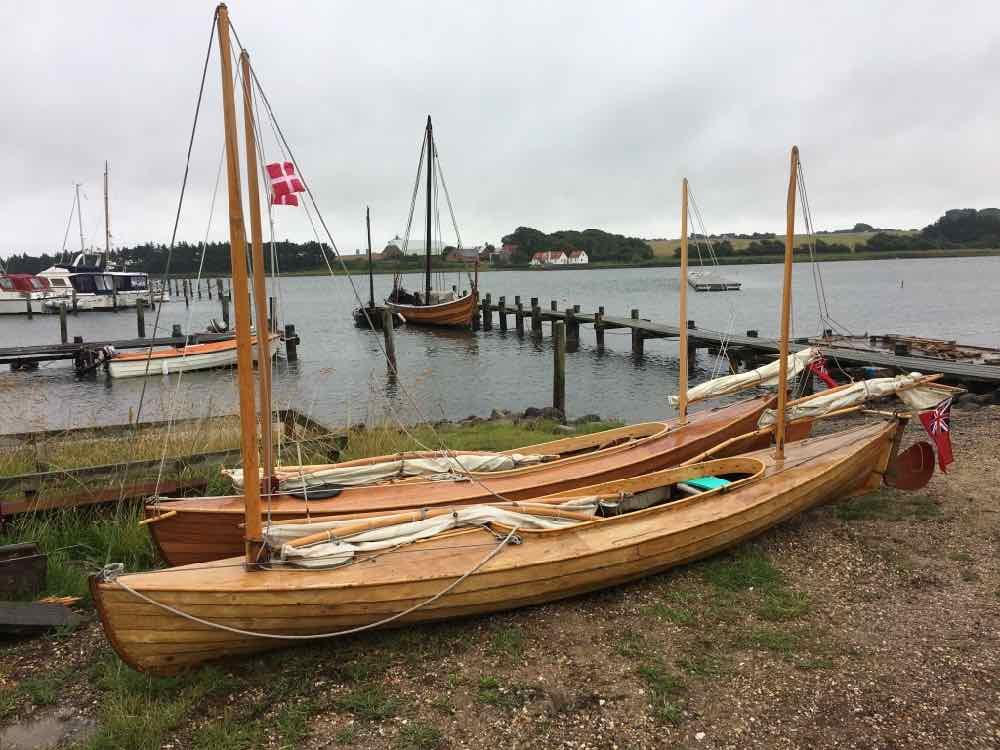 canoes03.jpg