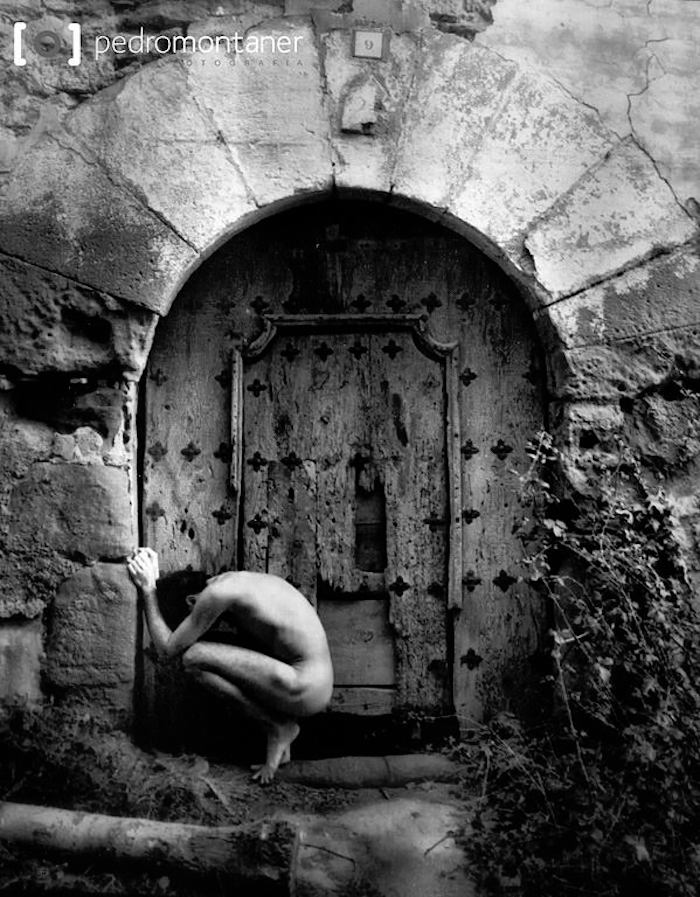 desnudo puerta.jpg