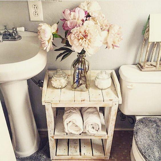 тумбочка для ванной из паллет источник: Etsy-магазин  HarvestTrailJourney