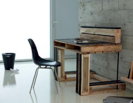 стол из книгиPalettes, faites vos meubles автораAurélie Drouet