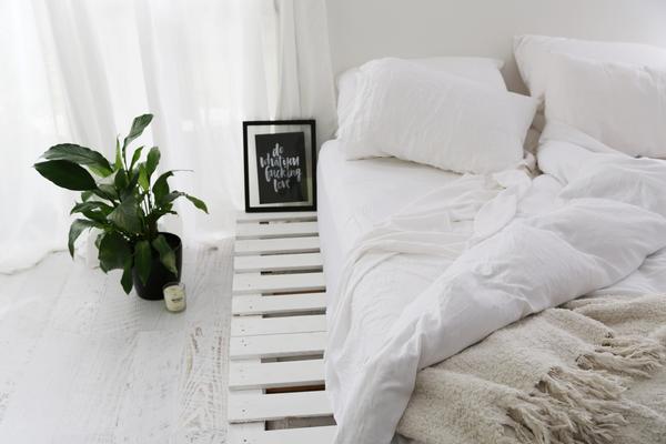 кровать из поддонов источник:  Elle Fit Active