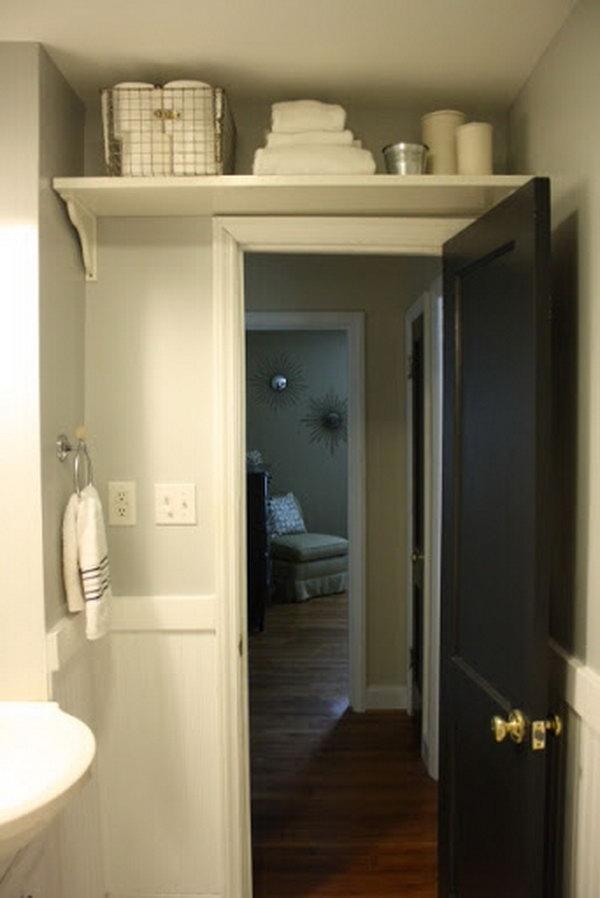 полка над дверью в ванной  источник