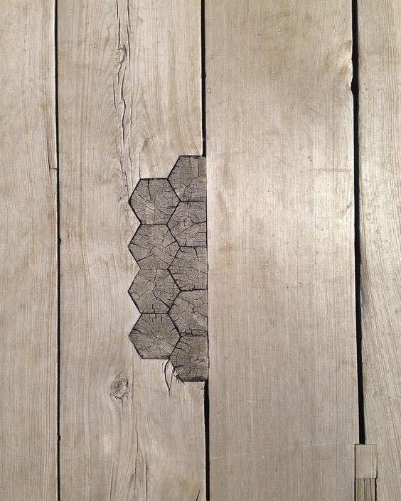 заполненные деревом трещины на мосту в Японии  источник