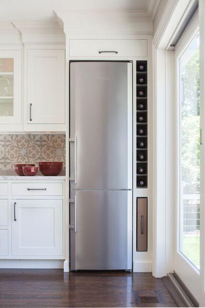 полки за холодильником