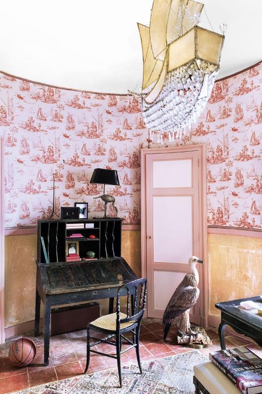 вилла под Тулузой Марии Кристоф, скульптора, работающего сHermès иDior  источник