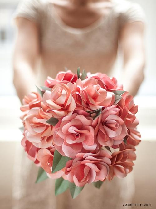букет роз из бумаги источник