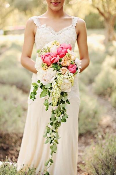 необычный букет невесты каскадный