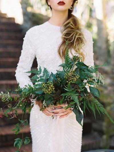 букет невесты из папоротника и зелени