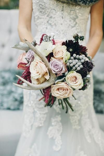 необычный свадебный букет с рогами оленя