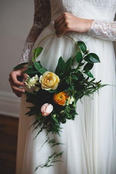 букет невесты на каркасе с ручкой в виде обруча
