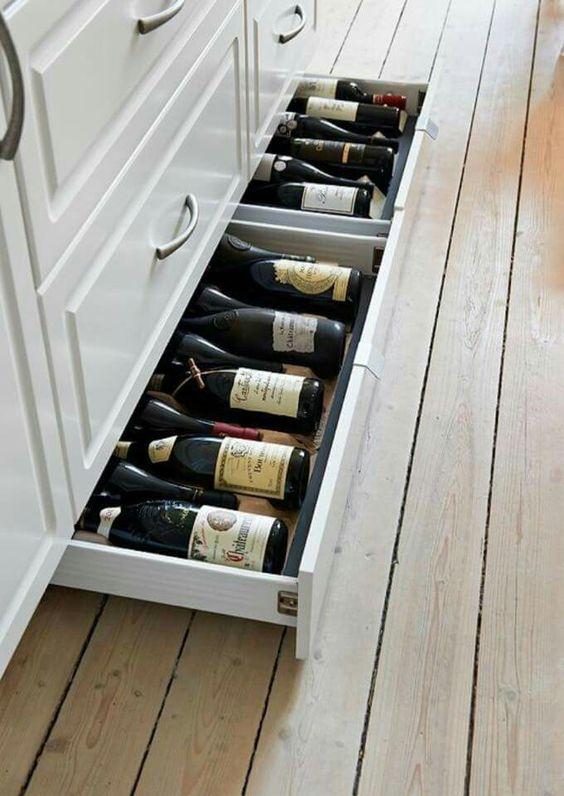 выдвижные ящики в цоколенижних кухонных шкафов  источник