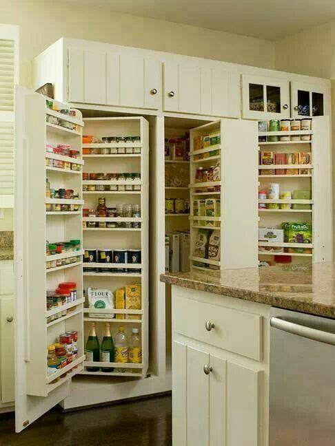 глубокий кухонный шкаф с двумя рядами полок друг за другом  источник