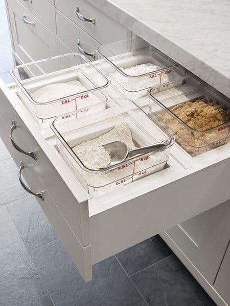 выдвижные ящики с системой хранения круп и сыпучих  источник
