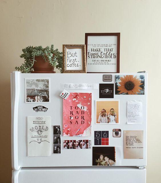 выставкарисунков, фото и постеров на холодильнике  источник