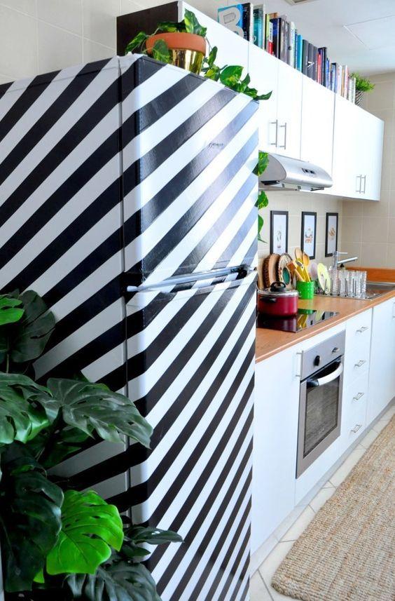 декорирование холодильника с помощью скотча клейкой ленты  источник