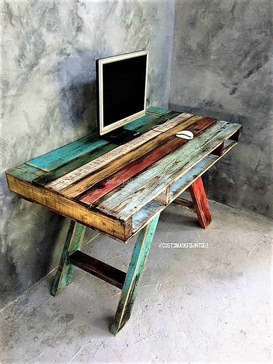 письменный стол из паллет источник: ashedges