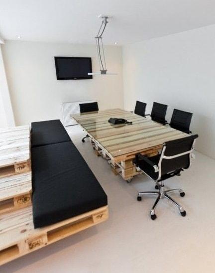 офис компании Brandbase, паллетный дизайн от Most Architecture, фотоRogier Jaarsma  источник