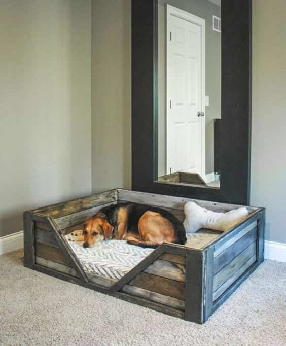 кровать для собачки Зои из поддонов от  Ruggy DIY