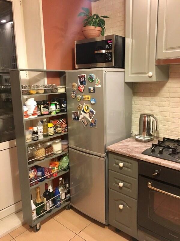 Выдвижная полка-стеллаж за холодильником