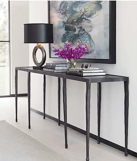консольный стол и настольная лампа Crate&Barrel  источник
