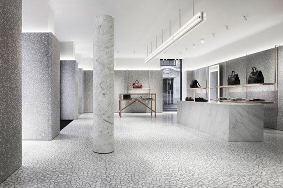 бутик Валентино в Париже  источник
