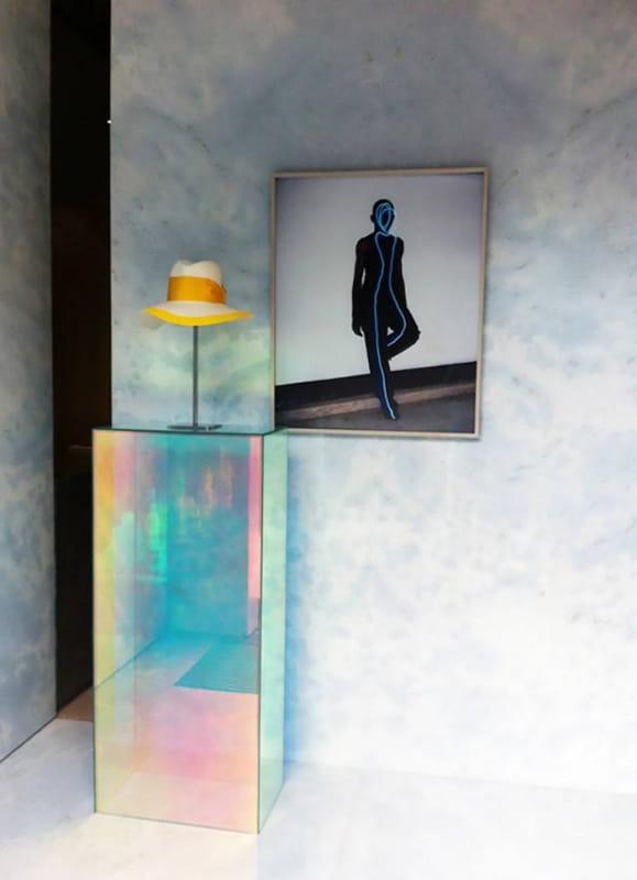 зеркальная мебель с эффектом голограммы  фото