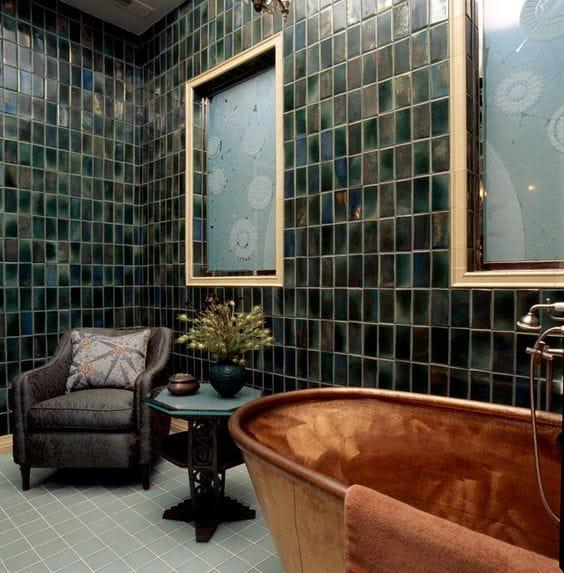 зеленая плитка с голографическим эффектом в ванной, хамелеон   фото