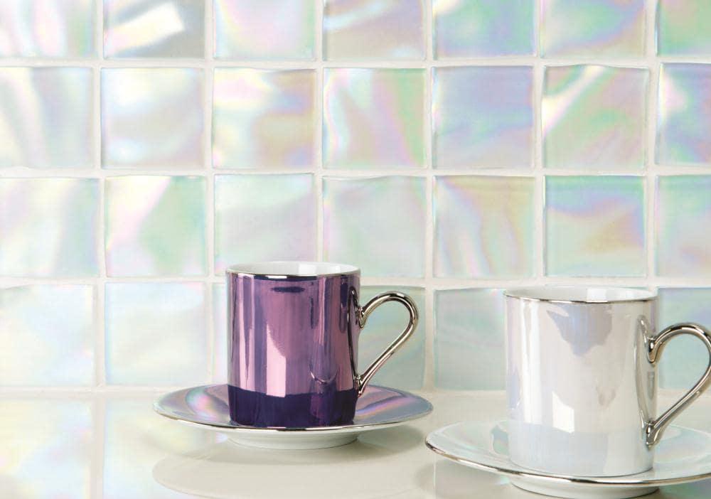 как сочетать цвета с голографическими предметами интерьера  фото