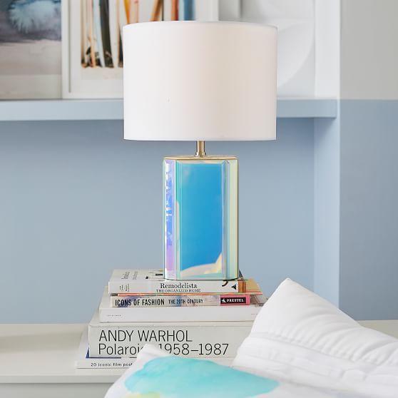 интерьерные тренды - светильник с перламутровым голографическим основанием  фото