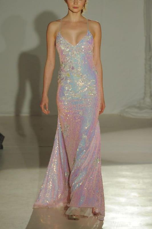 радужное свадебное платье с пайетками (фото: www.theknot.com)