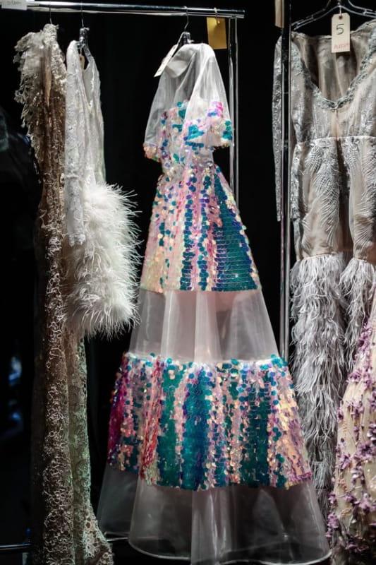платье с радужными голографическими пайетками (фото: www.narces.com)