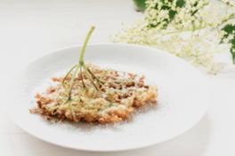 VLIERBLOESEM Vlierbloesempannenkoeken: Maak je eigen pannenkoekrecept en dip de bloemen er in, verwijderen de groene delen van de steel en draai ze in het rond. Dit is één van de lekkerste pannenkoeken die je ooit zal eten!