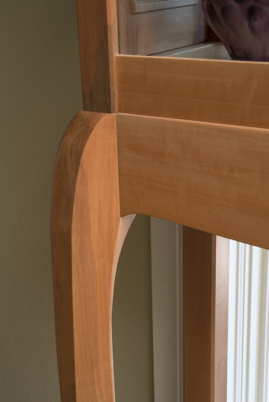 vitrine leg detail.jpg