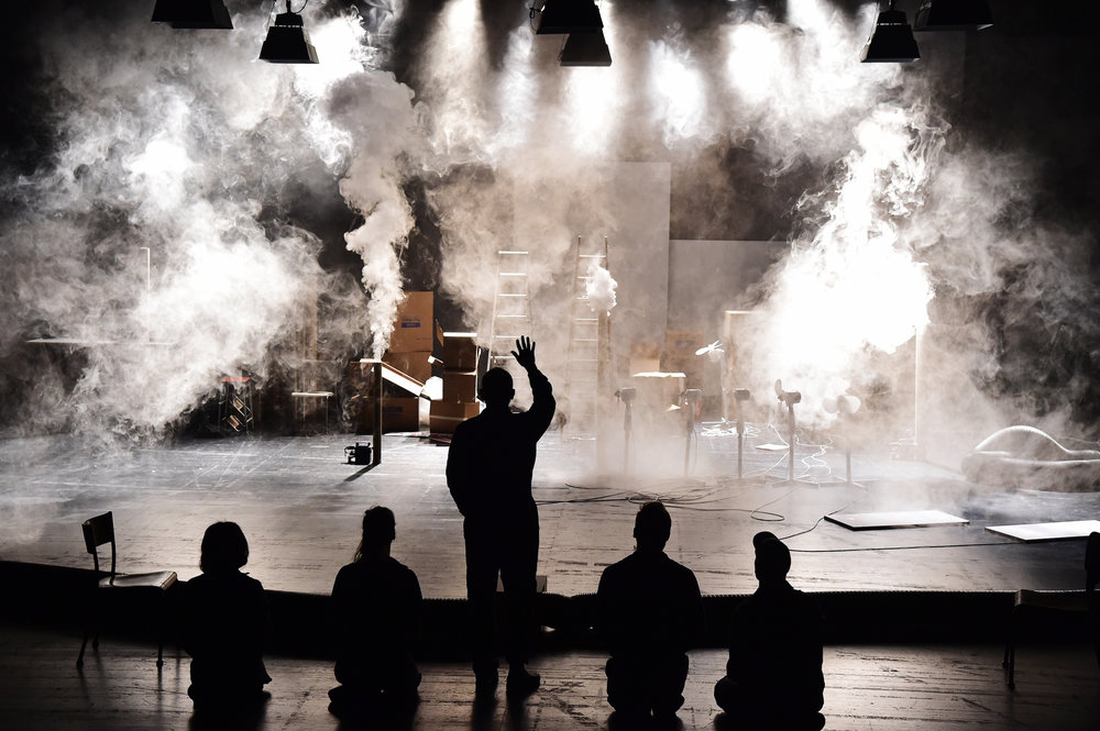 EINGELADEN ZUM 56. BERLINER THEATERTREFFEN 2019  THOM LUZ  GIRL FROM THE FOG MACHINE FACTORY UA/PREMIERE  17. MAI 2018 GESSNERALLEE ZÜRICH