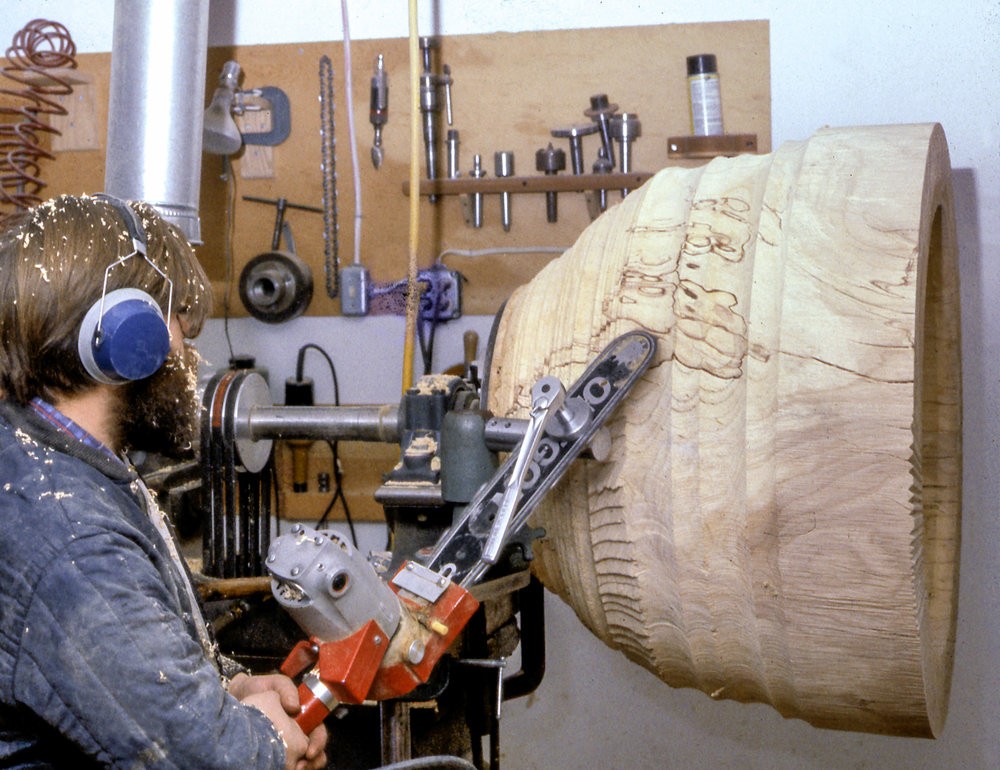 Fig. 21.  Mark Lindquist turning his  MacDowell Bowl  on his lathe with chainsaw adaptation, 1979. Collection of Dr. and Mrs. Alan Lubarr. Photo: Lindquist Studios