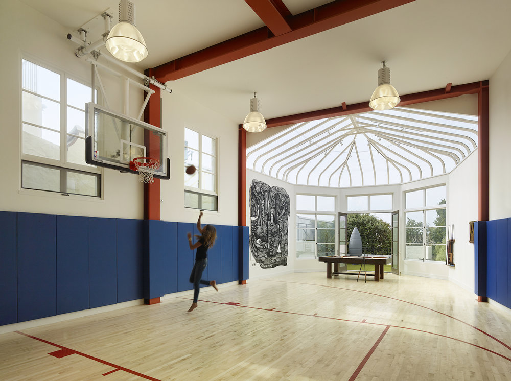 Home gym and basketball court. San Francisco, California. Architecture by Verner Architects. Photography by Matthew Millman. From the book  Your Creative Haven  by Donald M. Rattner (Skyhorse Publishing, 2019).