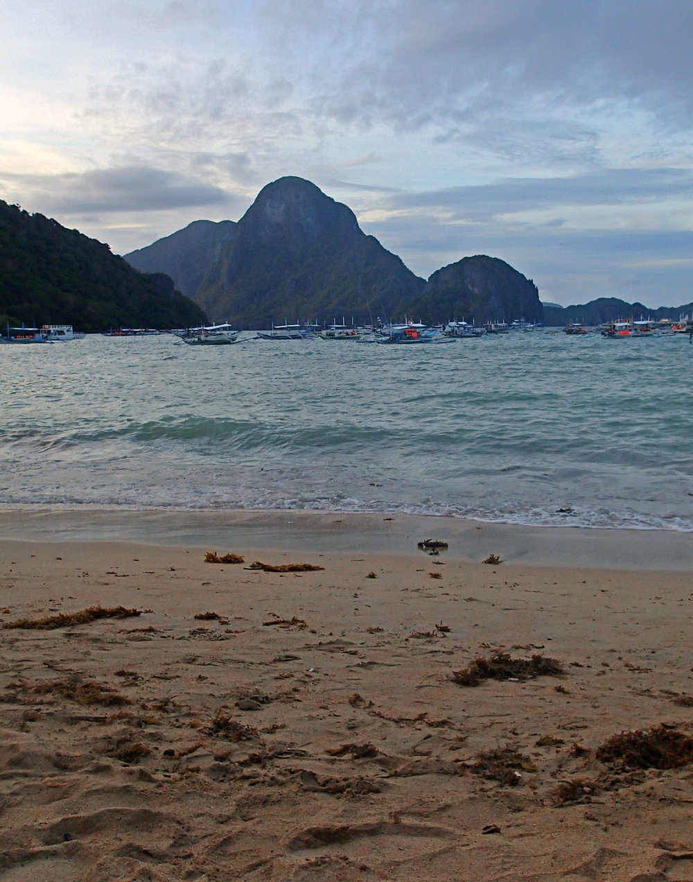 El Nido beach sunset.jpg