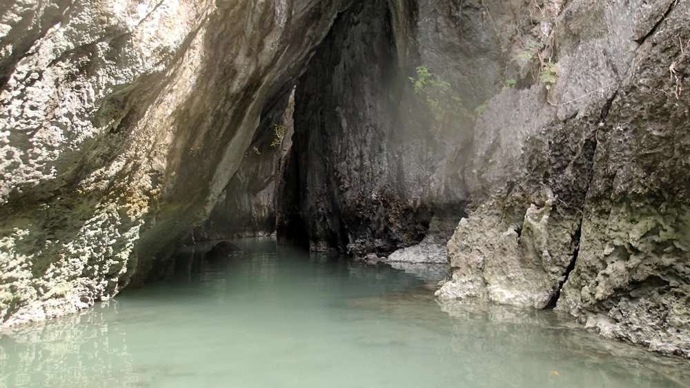 kayakable cave.jpg