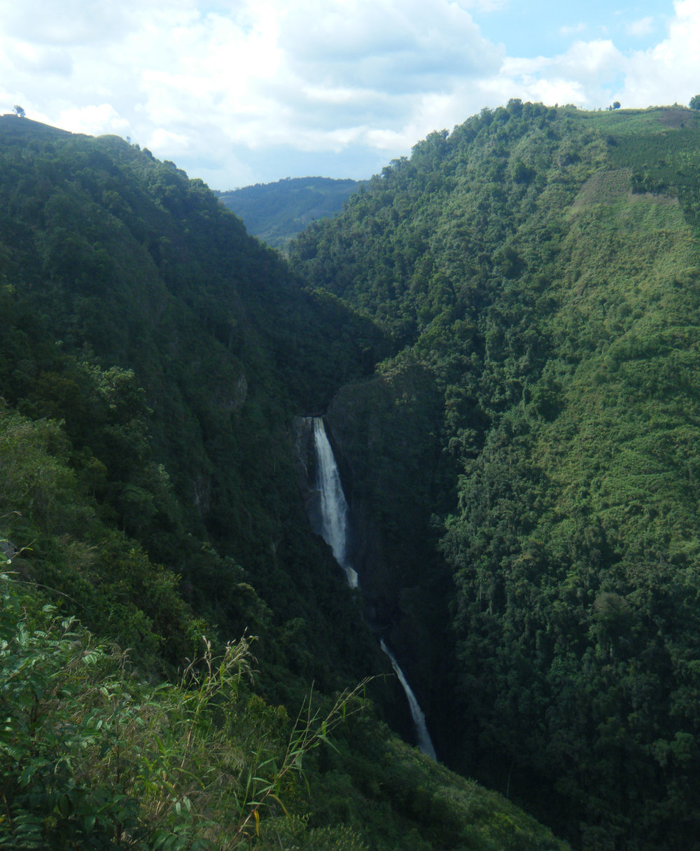 Bordones waterfall.jpg