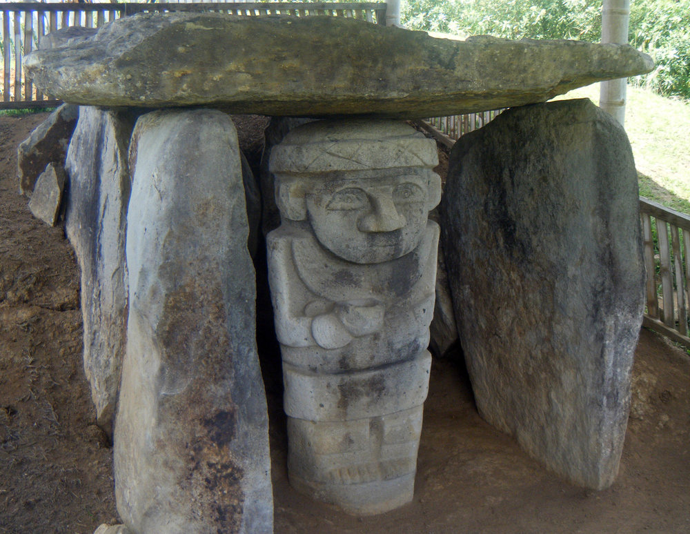 statues in tomb.jpg
