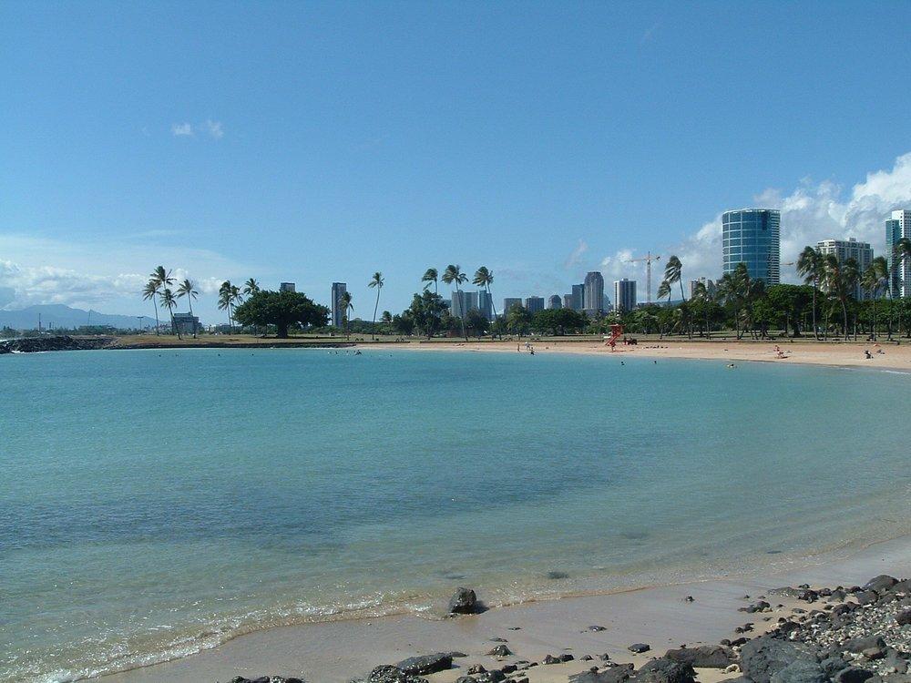 ala moana beach 3.jpg