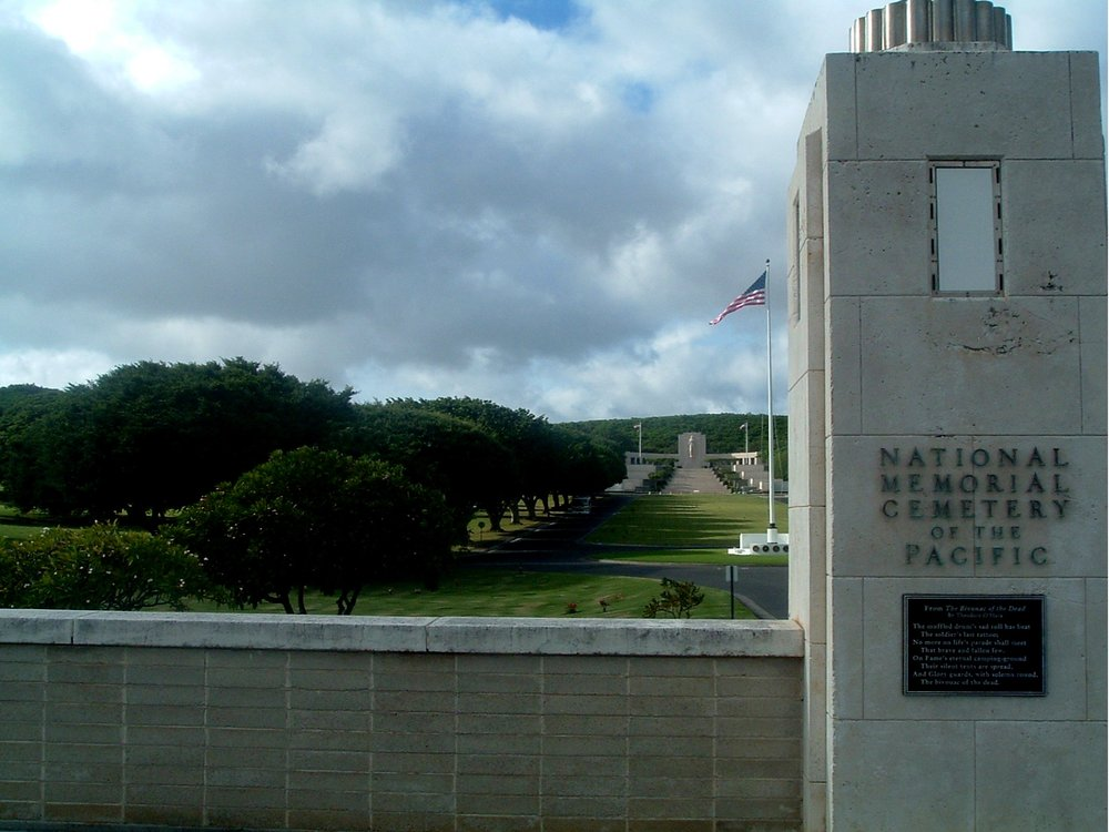 national cemetary of the pacific 11-17-04.JPG