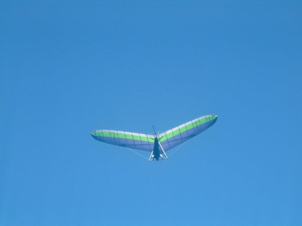 glider at makapuu 2-21-2005.JPG