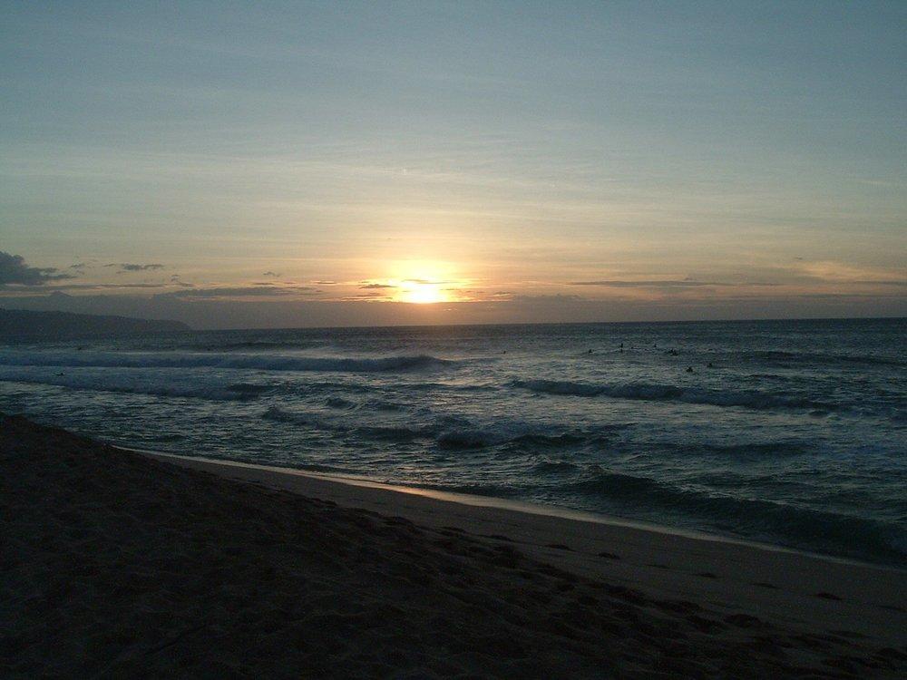 sunset at bonzai pipieline.jpg