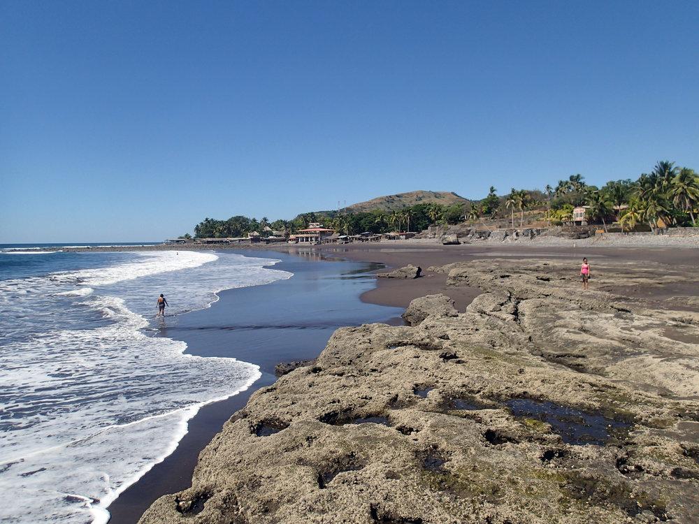 El Zonte at low tide.jpg