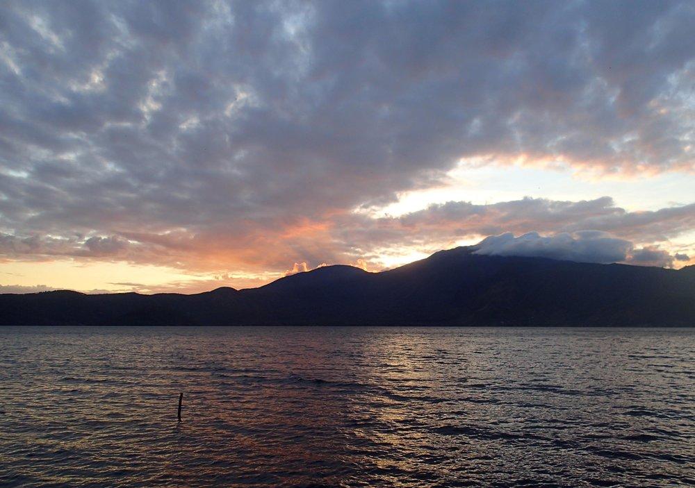 sunset at Lago de Coatepeque.jpg