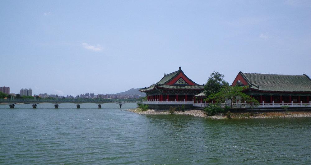 Lotus Lake Kaohsiung.jpg